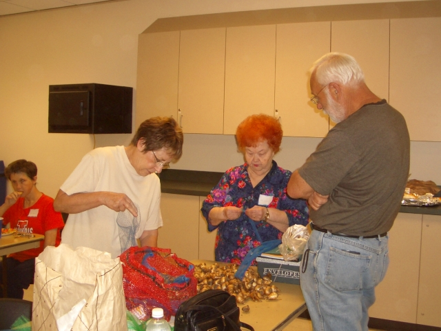 Jan and Ann showing Peter how to clean and package bulbs